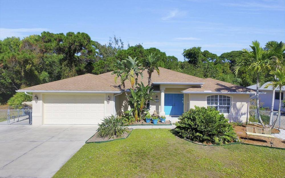 3706 Manatee Dr, St James City - Home For Sale 61228402