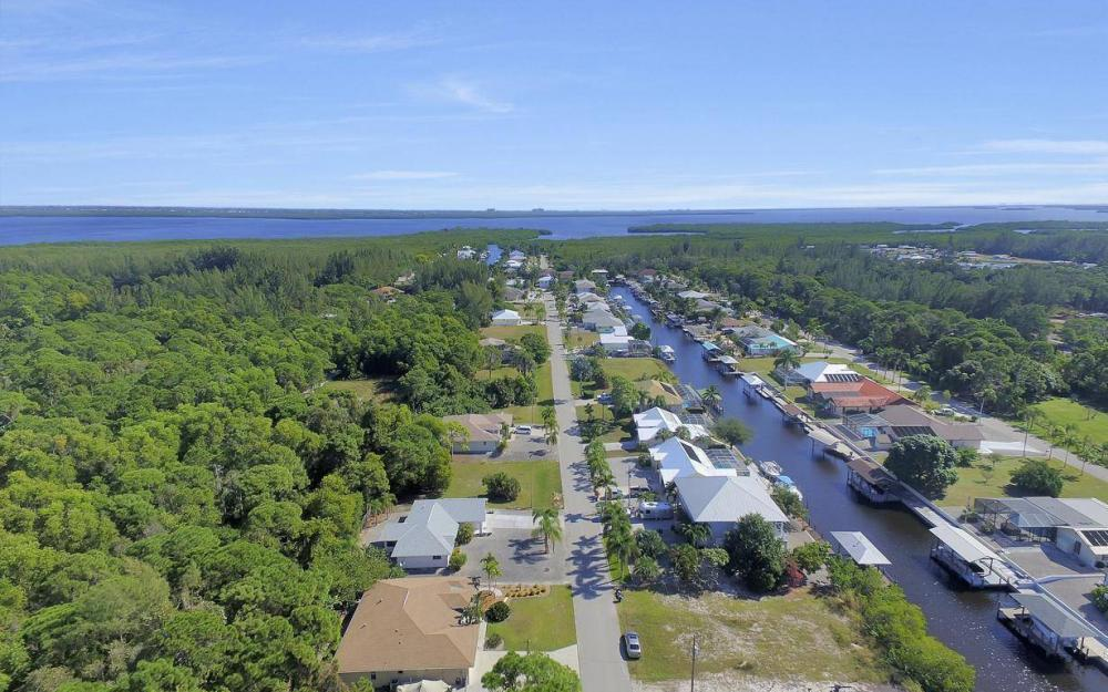 3706 Manatee Dr, St James City - Home For Sale 1699919166