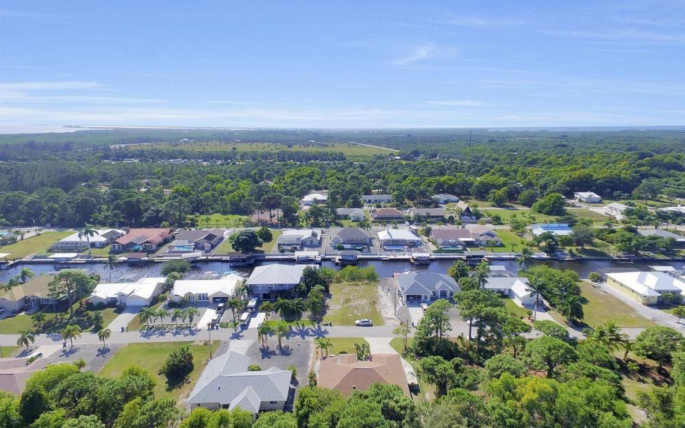 3706 Manatee Dr, St James City - Home For Sale 1070933579