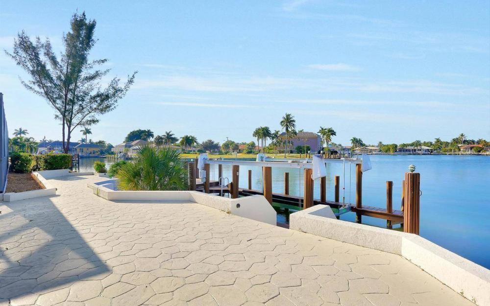 490 Balsam Ct, Marco Island - Home For Sale 1879450101