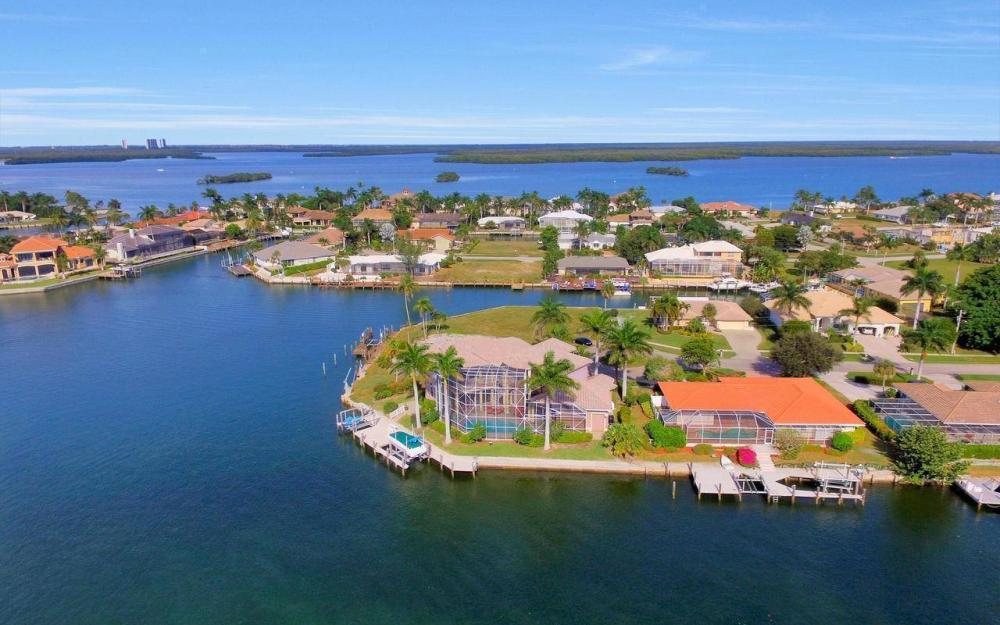 482 Tarpon Ct, Marco Island - Home For Sale 75353508