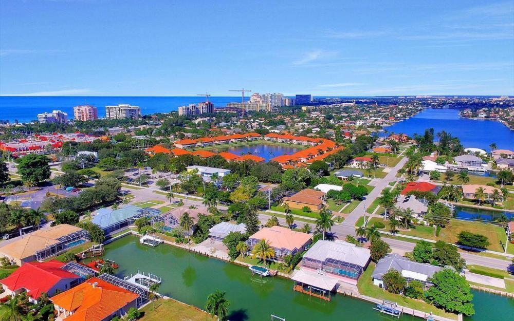 1071 Winterberry Dr, Marco Island - Home For Sale 8770110