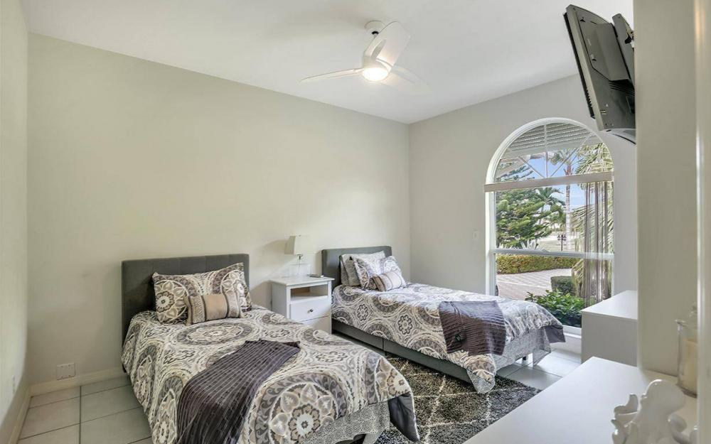 37 Templewood Ct, Marco Island - Home For Sale 893114353