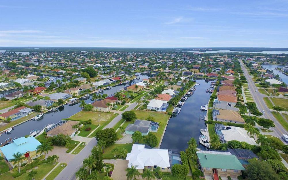 37 Templewood Ct, Marco Island - Home For Sale 1715078078
