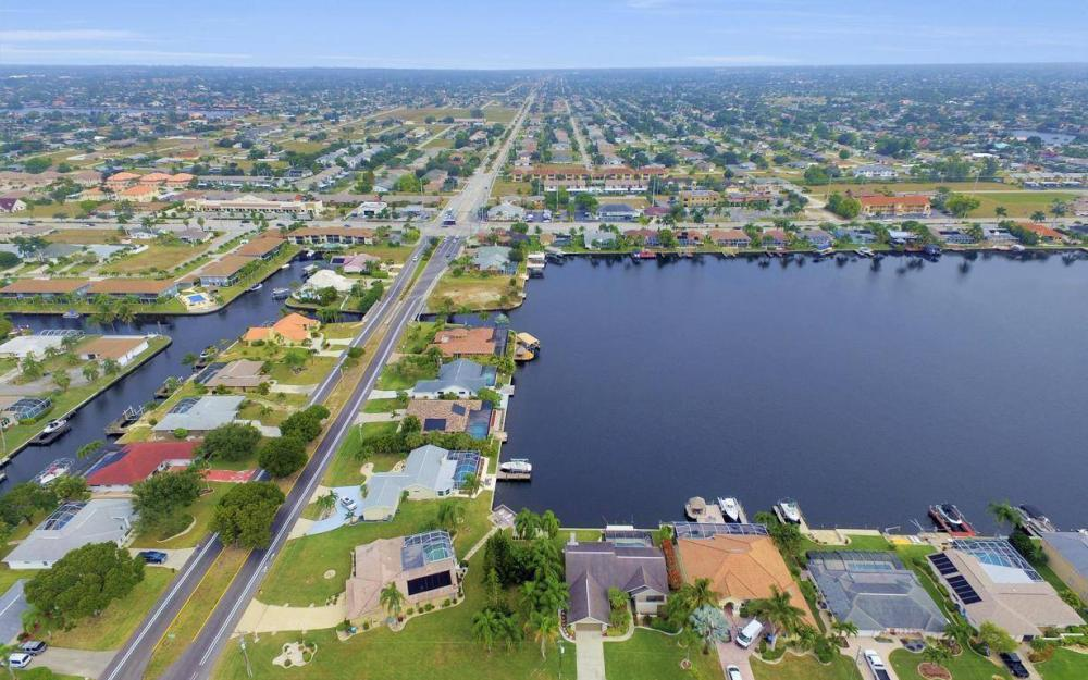 717 SW 49th Ln, Cape Coral - Home For Sale 2053260428