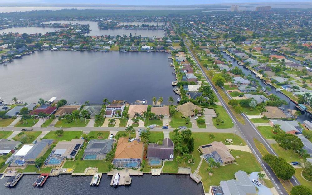717 SW 49th Ln, Cape Coral - Home For Sale 1289127393