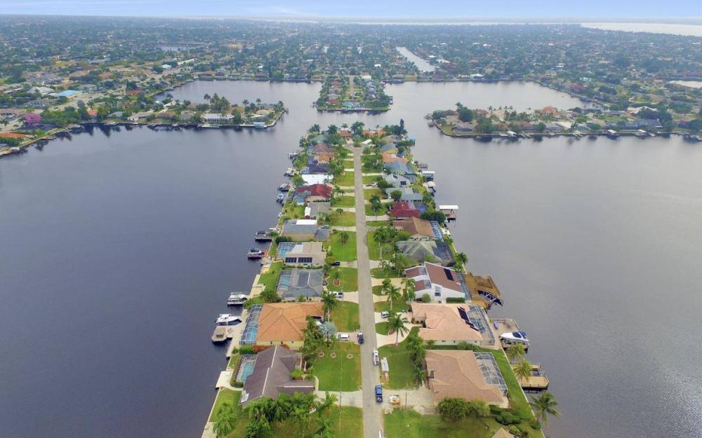 717 SW 49th Ln, Cape Coral - Home For Sale 2138483297