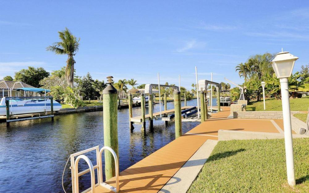 5322 Bayview Ct, Cape Coral - Home For Sale 480689693