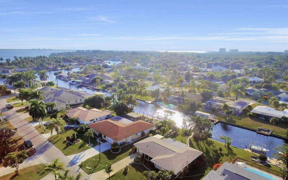 5322 Bayview Ct, Cape Coral - Home For Sale 943669459