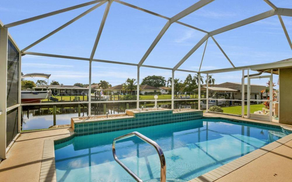 13879 Sleepy Hollow Ln, Fort Myers - Home For Sale 1884002327