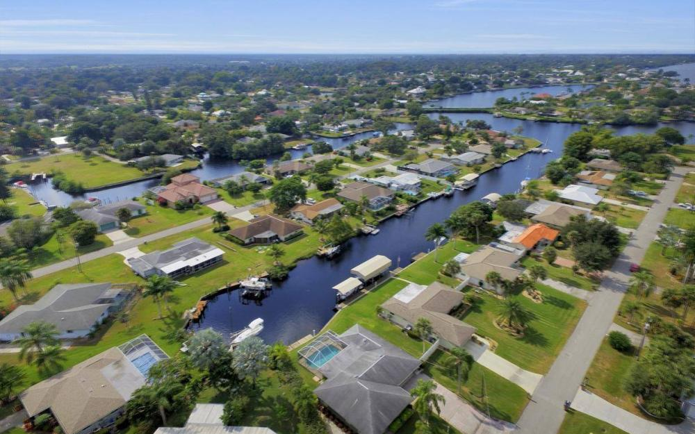 13879 Sleepy Hollow Ln, Fort Myers - Home For Sale 1061155127