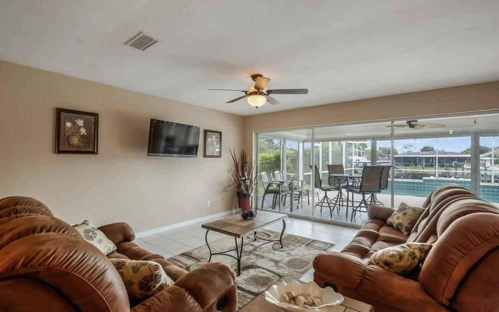 13879 Sleepy Hollow Ln, Fort Myers - Home For Sale 688343457