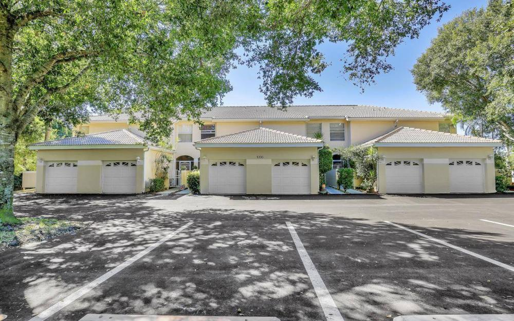 1098 Woodshire Ln #H106, Naples - Condo For Sale 202716482