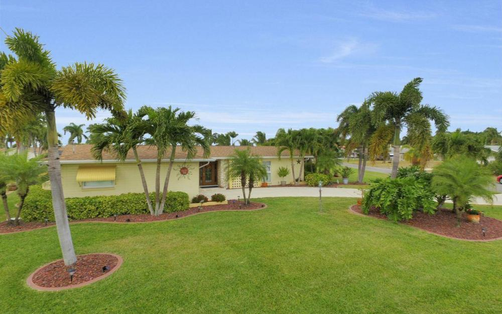 439 Pinecrest Ct, Cape Coral - Home For Sale 1100678574