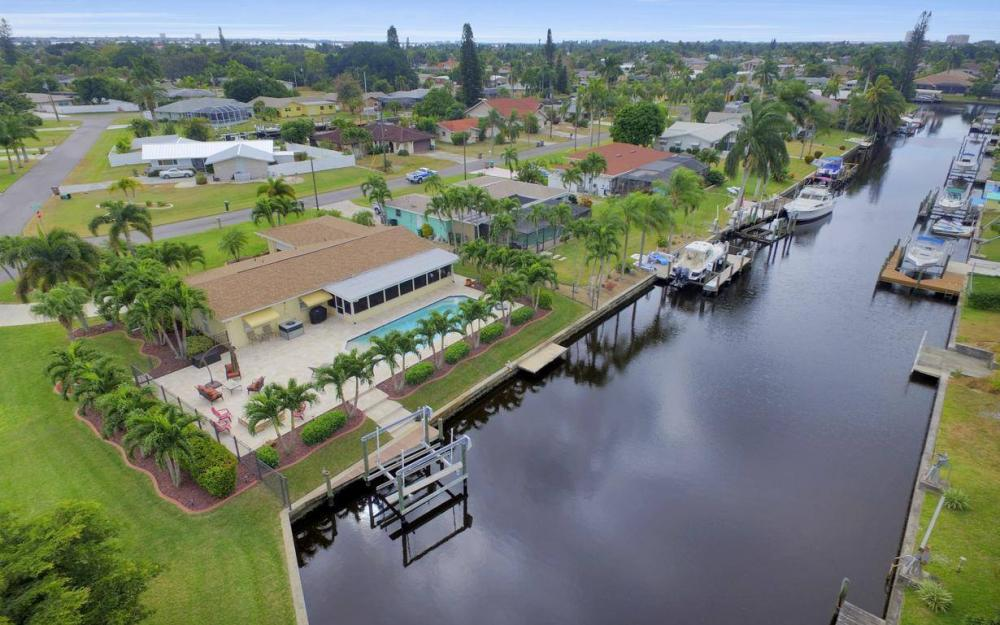 439 Pinecrest Ct, Cape Coral - Home For Sale 1148434858