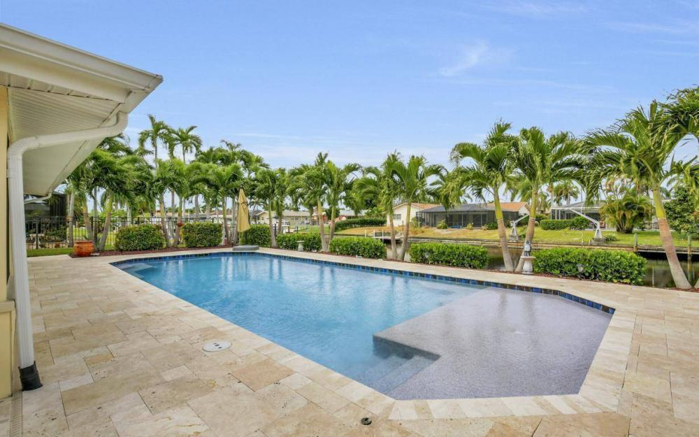 439 Pinecrest Ct, Cape Coral - Home For Sale 1040462028