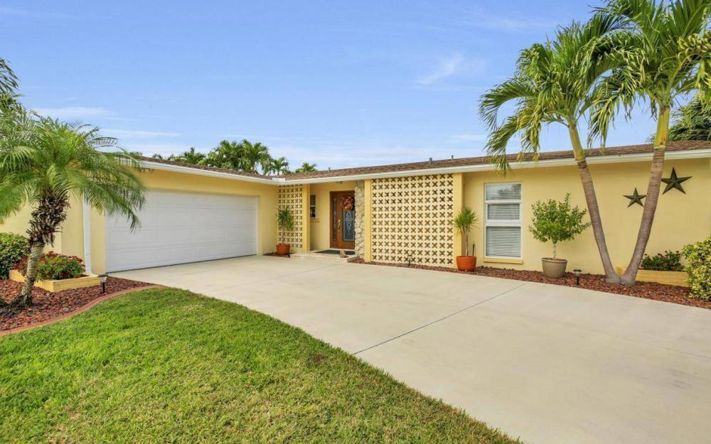 439 Pinecrest Ct, Cape Coral - Home For Sale 2097066645