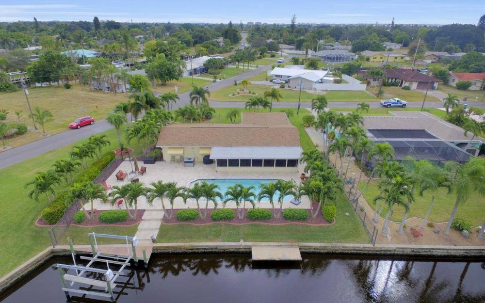 439 Pinecrest Ct, Cape Coral - Home For Sale 1924250053