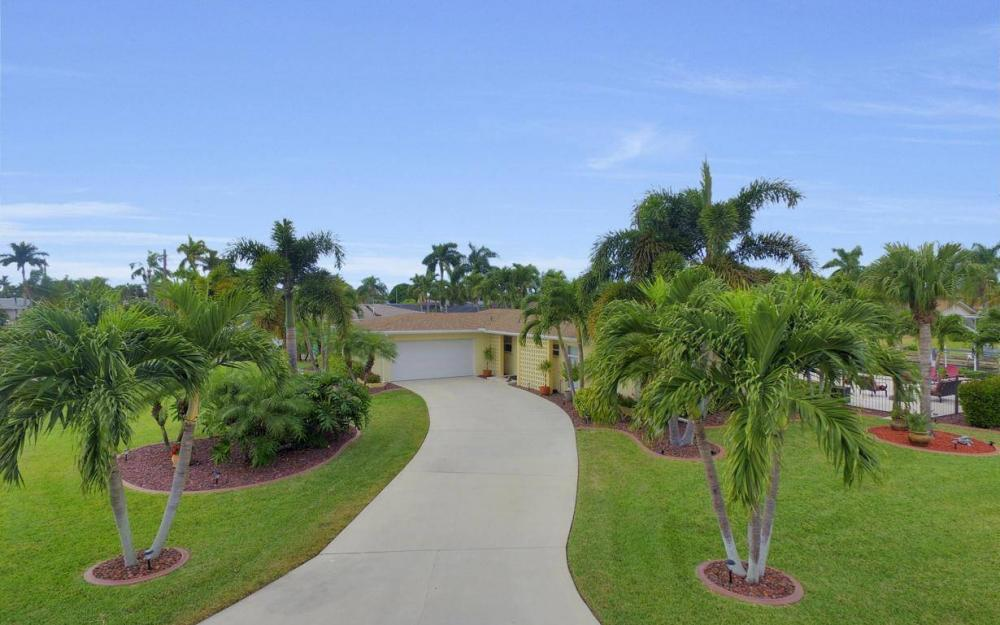 439 Pinecrest Ct, Cape Coral - Home For Sale 1873438597