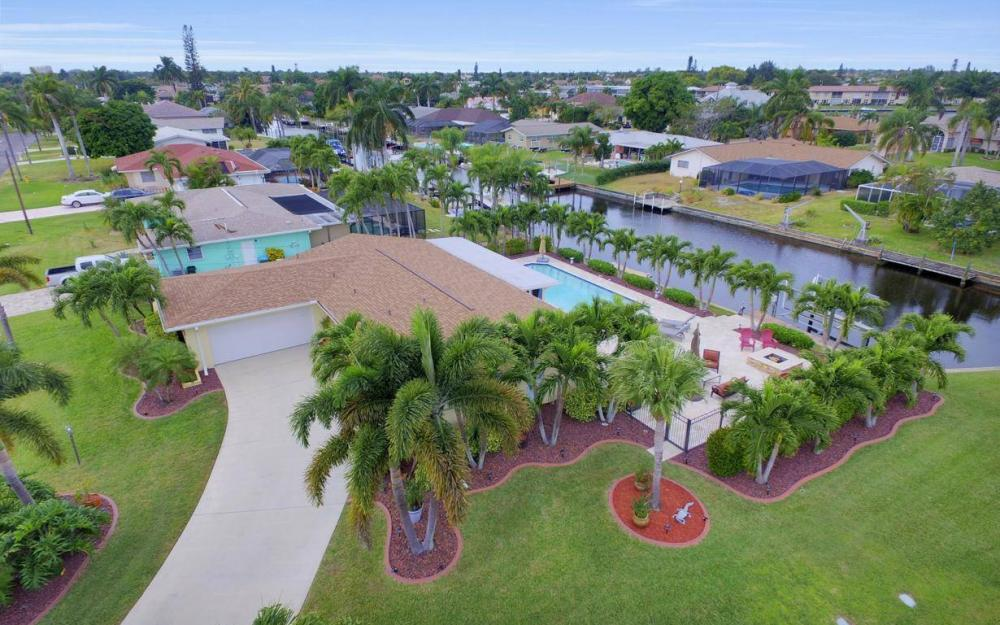 439 Pinecrest Ct, Cape Coral - Home For Sale 1237756837