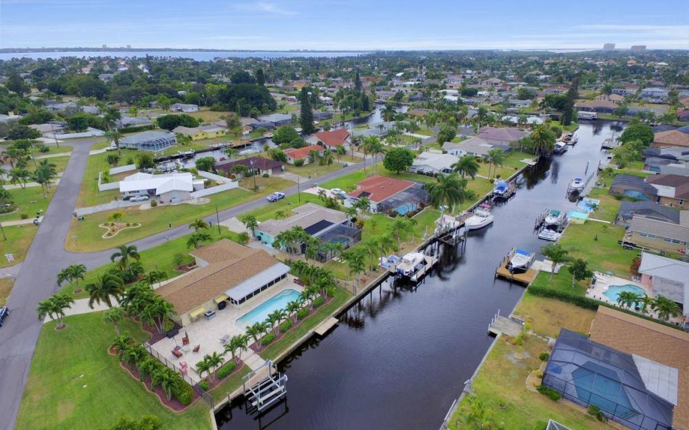 439 Pinecrest Ct, Cape Coral - Home For Sale 2019901768