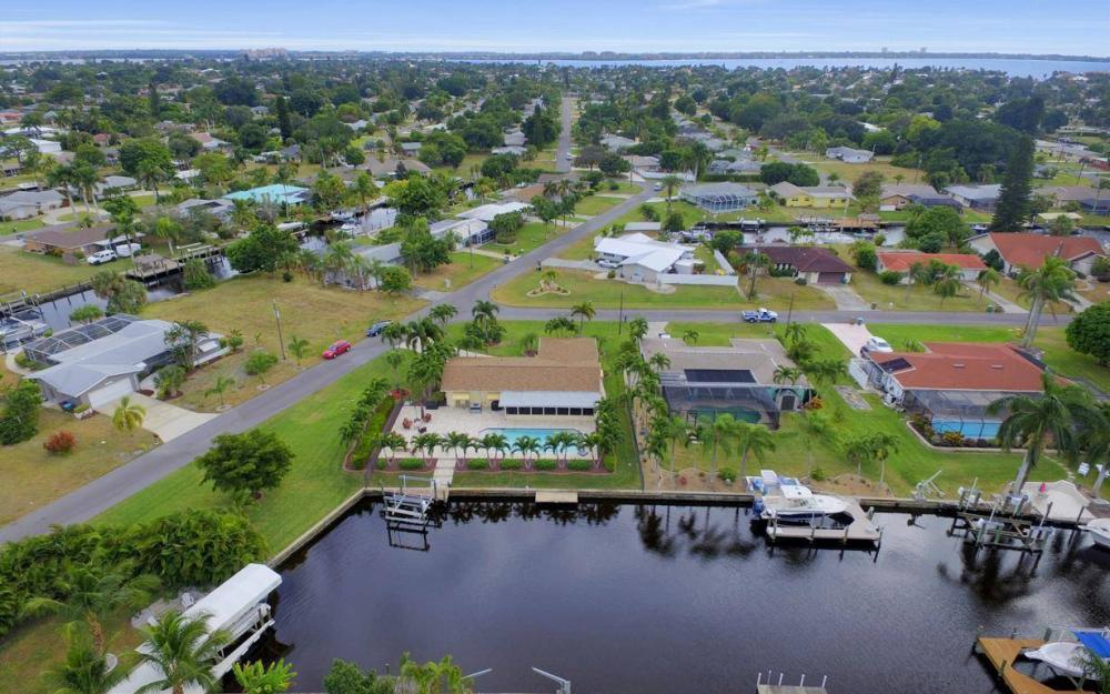 439 Pinecrest Ct, Cape Coral - Home For Sale 2143882115