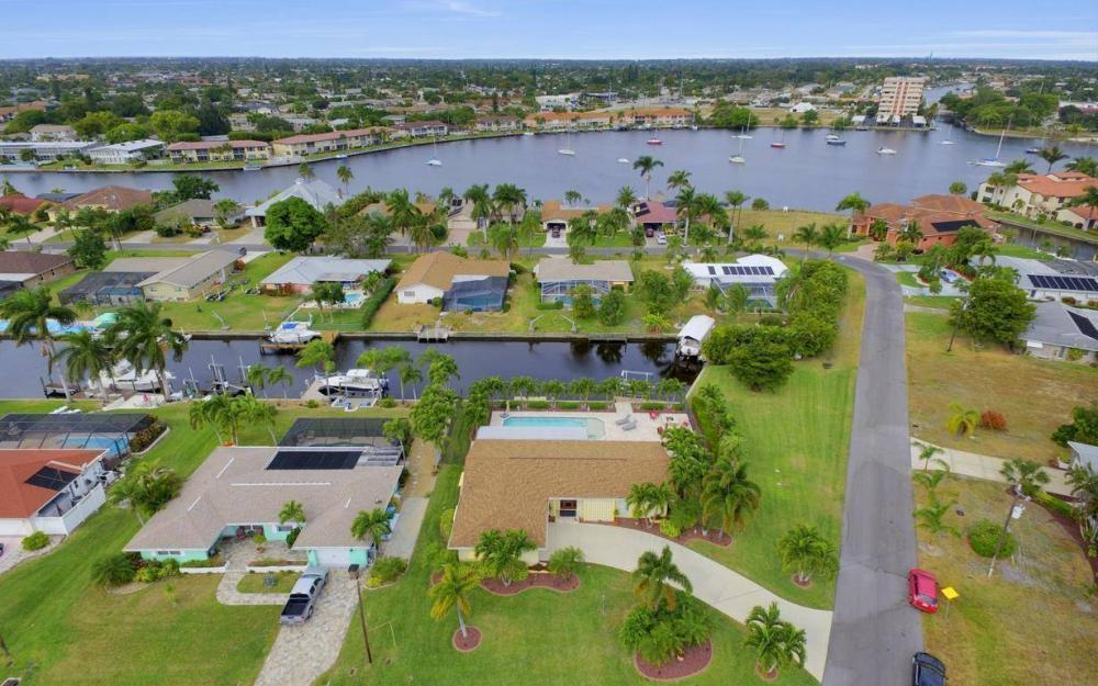 439 Pinecrest Ct, Cape Coral - Home For Sale 1669944731