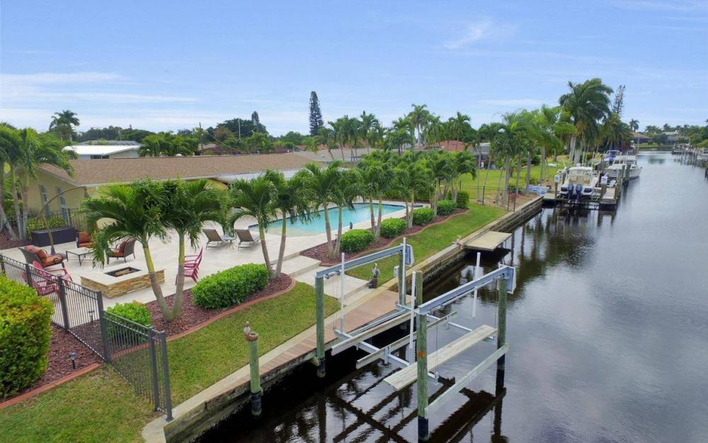 439 Pinecrest Ct, Cape Coral - Home For Sale 171571673