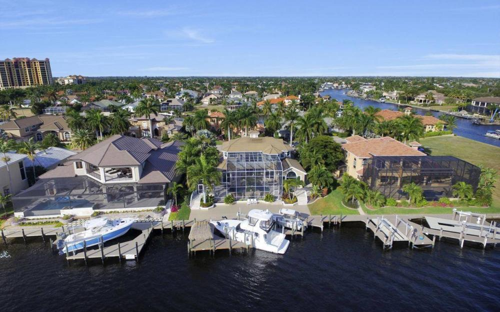 1510 Hermitage Ln, Cape Coral - Home For Sale 828618207