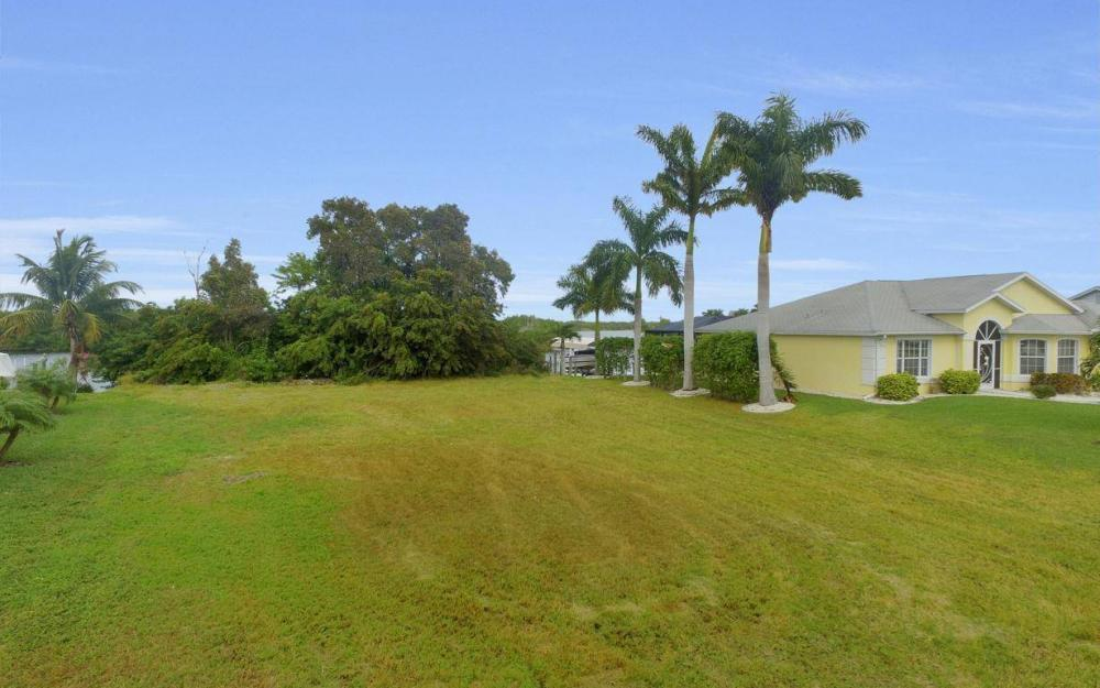 2948 Surfside Blvd, Cape Coral - Lot For Sale 1125043650