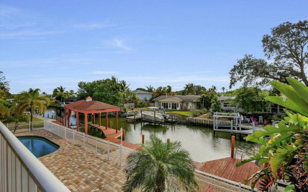 406 Madison Ct, Fort Myers Beach - Home For Sale 1308152785