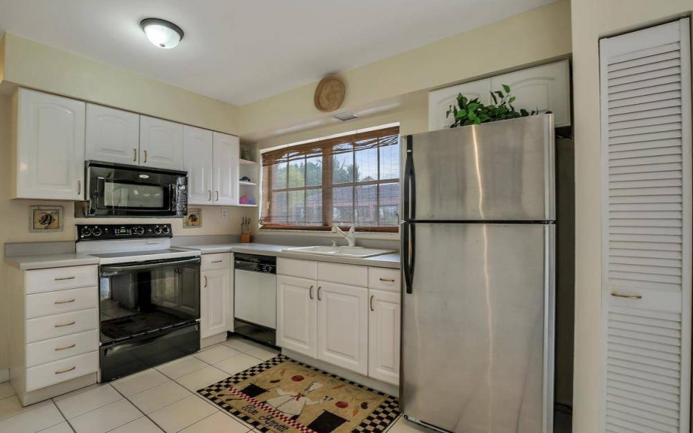 406 Madison Ct, Fort Myers Beach - Home For Sale 1734419568