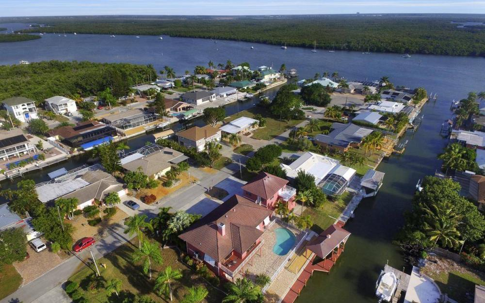 406 Madison Ct, Fort Myers Beach - Home For Sale 993589871