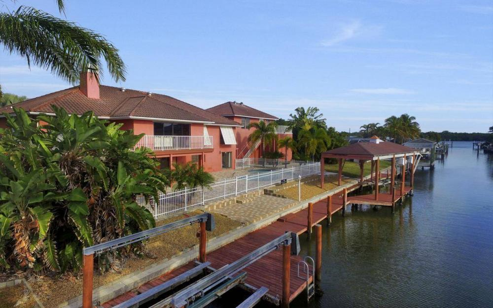 406 Madison Ct, Fort Myers Beach - Home For Sale 2078139140