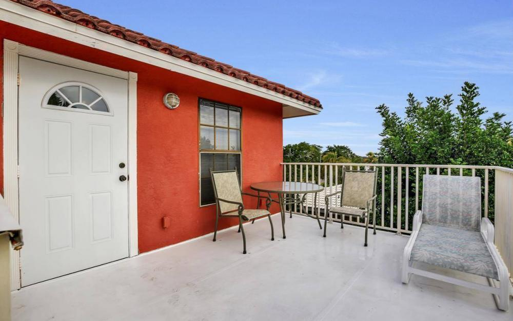 406 Madison Ct, Fort Myers Beach - Home For Sale 937505528