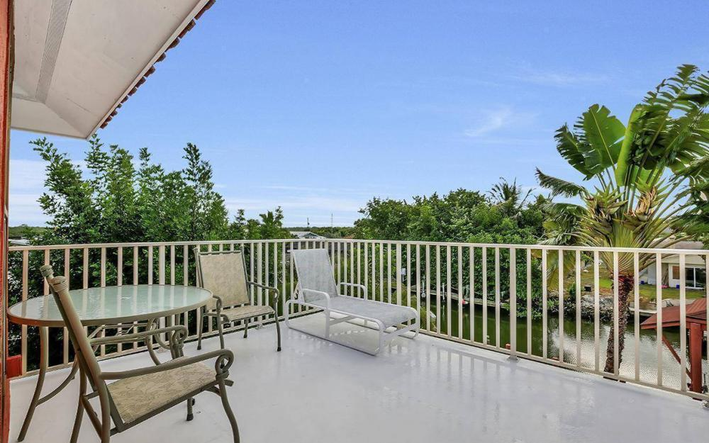 406 Madison Ct, Fort Myers Beach - Home For Sale 1532747957