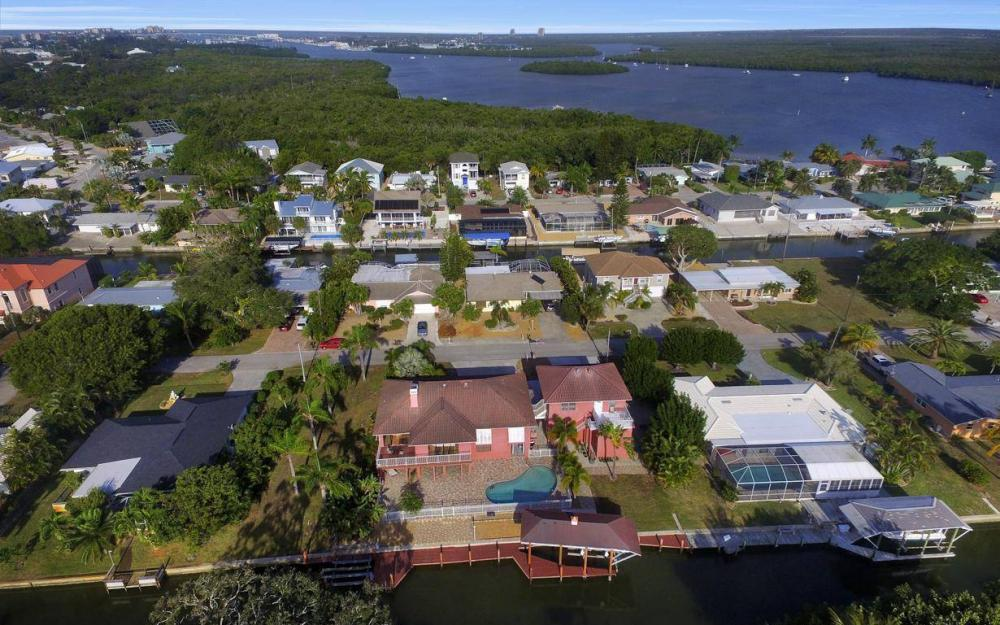 406 Madison Ct, Fort Myers Beach - Home For Sale 1402082326