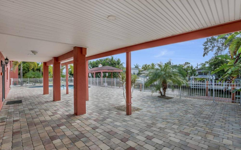 406 Madison Ct, Fort Myers Beach - Home For Sale 891081644
