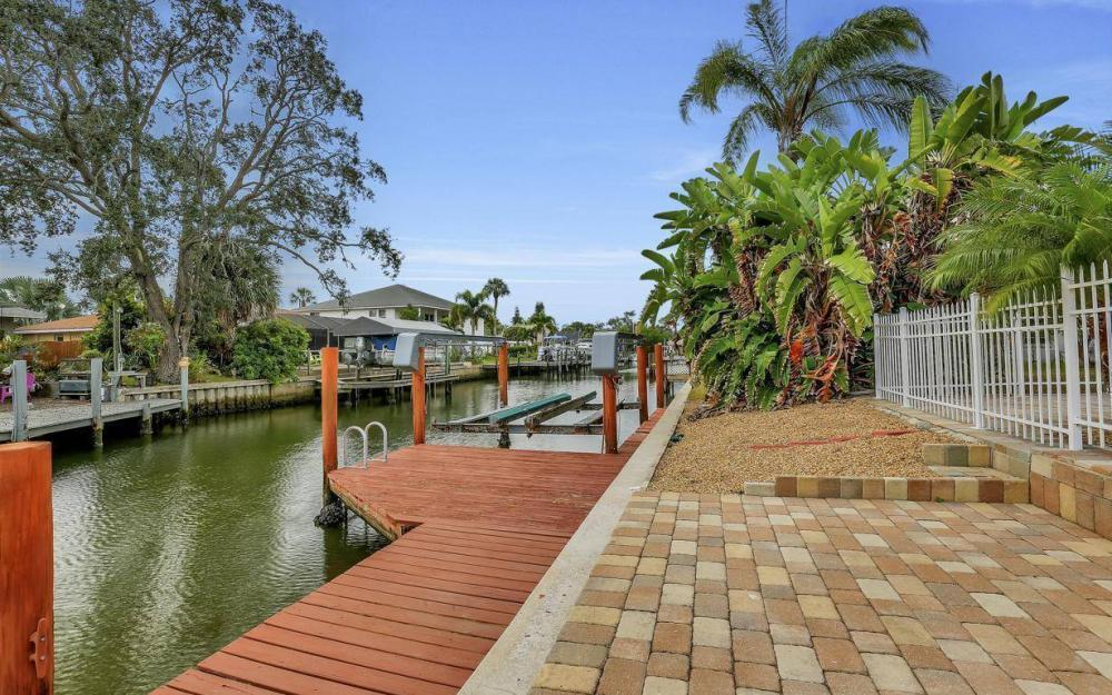 406 Madison Ct, Fort Myers Beach - Home For Sale 1843198788