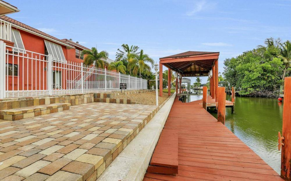 406 Madison Ct, Fort Myers Beach - Home For Sale 1026337609