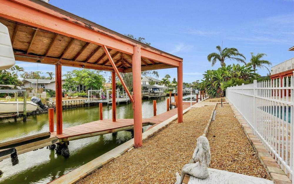 406 Madison Ct, Fort Myers Beach - Home For Sale 1064721199