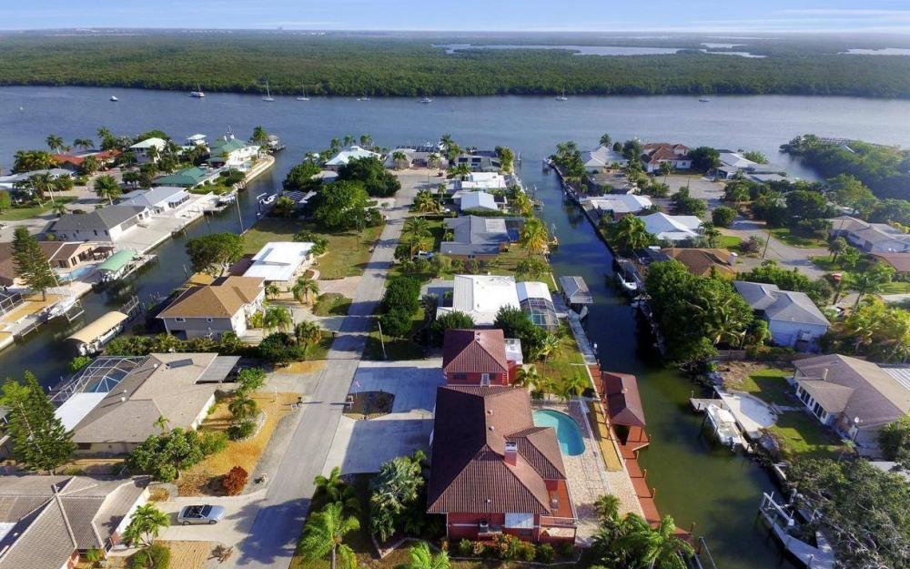 406 Madison Ct, Fort Myers Beach - Home For Sale 138785111