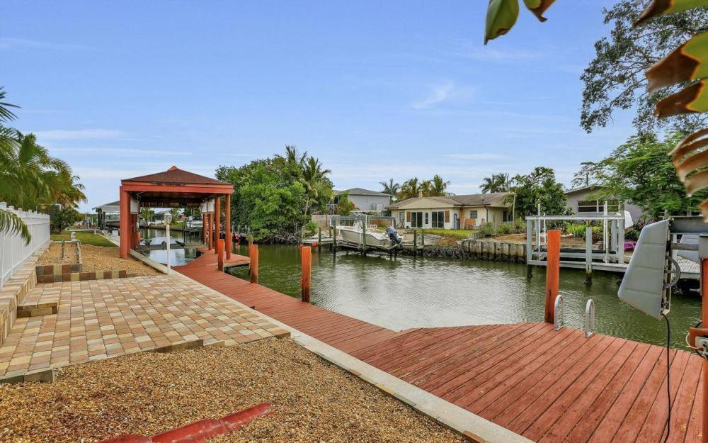 406 Madison Ct, Fort Myers Beach - Home For Sale 1901200951