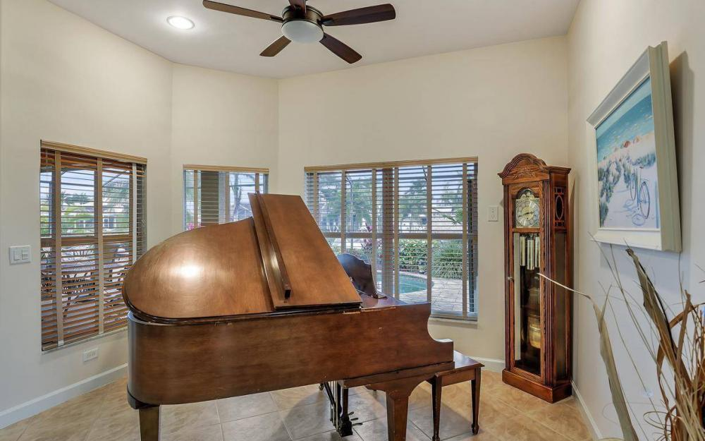 4925 SW 9th Pl, Cape Coral - Home For Sale 400032831