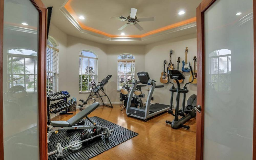 4925 SW 9th Pl, Cape Coral - Home For Sale 834390186
