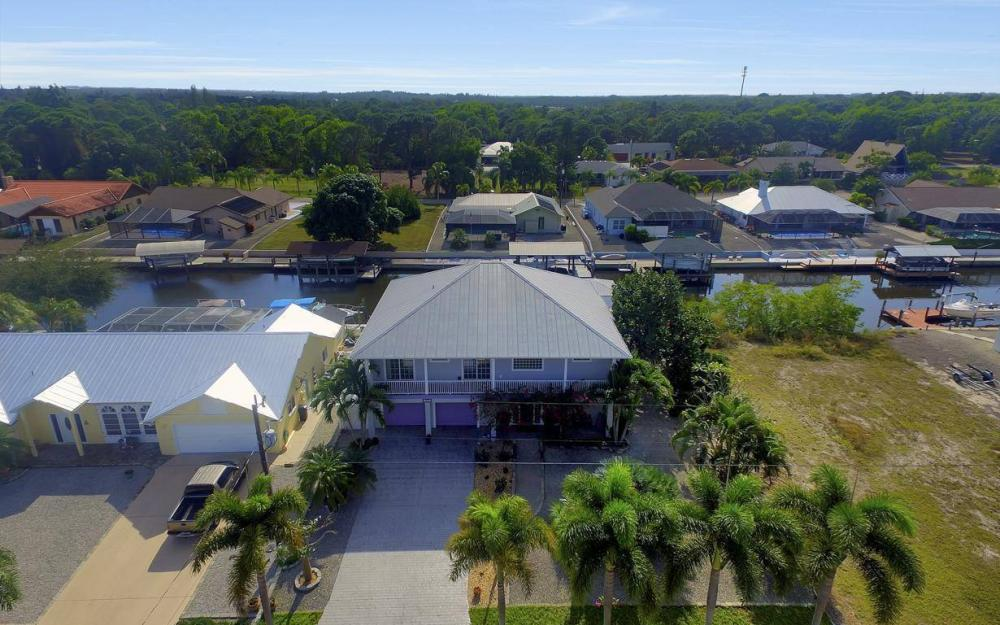 3687 Manatee Dr, St James City - Home For Sale 715697694