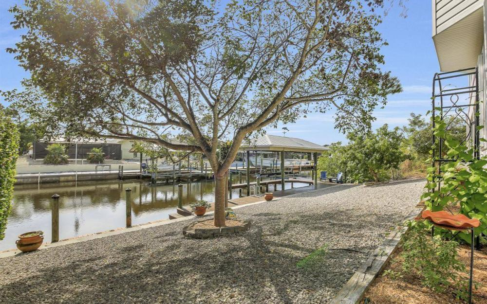 3687 Manatee Dr, St James City - Home For Sale 112701898