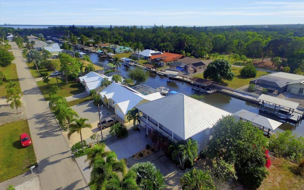 3687 Manatee Dr, St James City - Home For Sale 1139978441