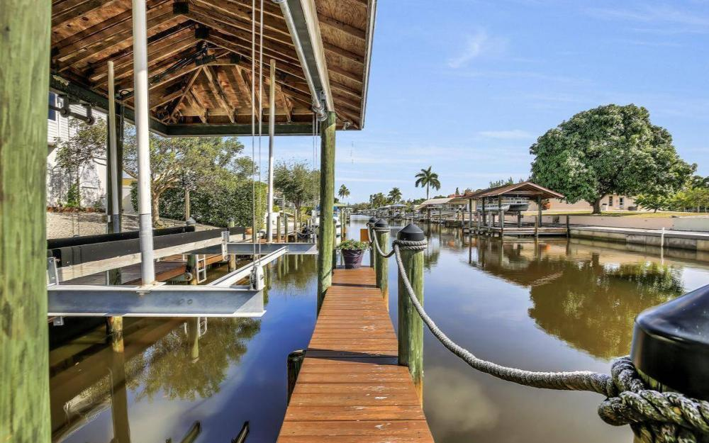 3687 Manatee Dr, St James City - Home For Sale 538172027