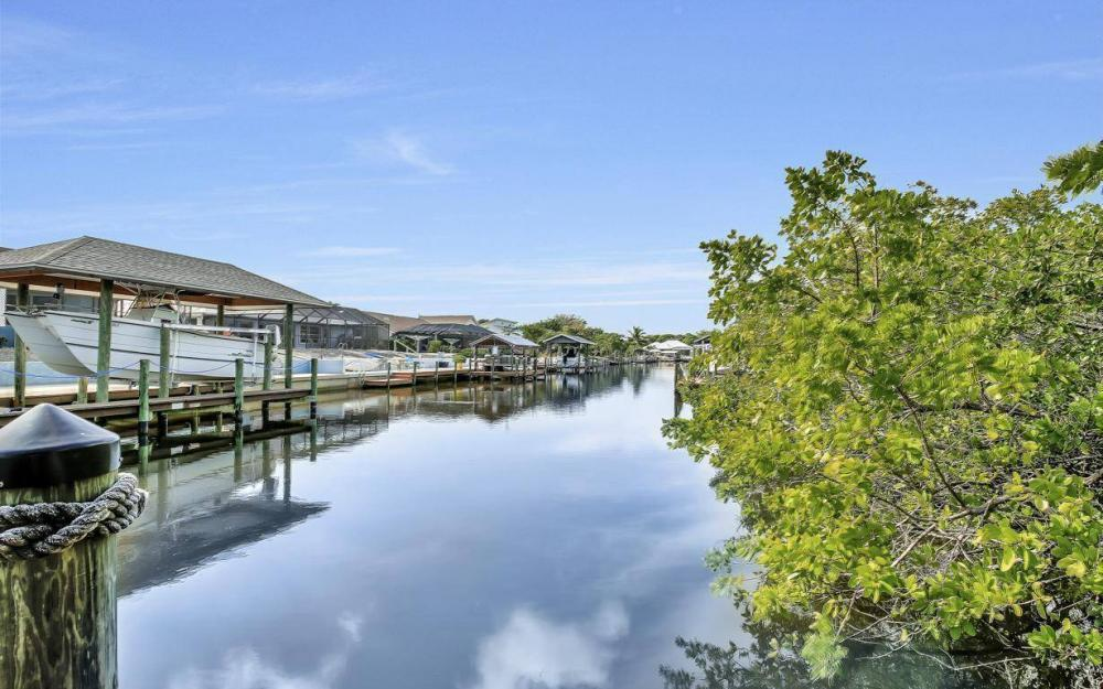 3687 Manatee Dr, St James City - Home For Sale 206893571